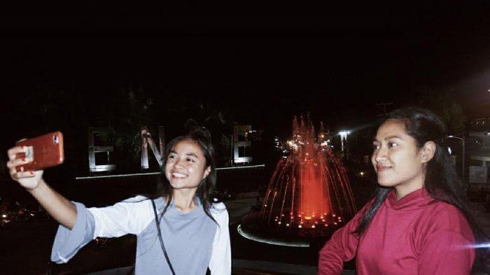 TRIBUNWIKI: Malam Minggu di Simpang Lima Ende Bikin Betah,Air Mancur Warna-warni Spot Selfie Favorit