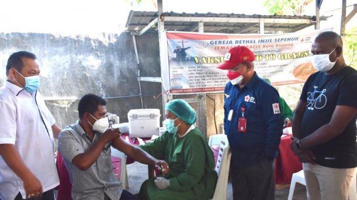 Wawali Pantau Vaksinasi Kerja Sama GBIS Miracle dan PMI Kota Kupang