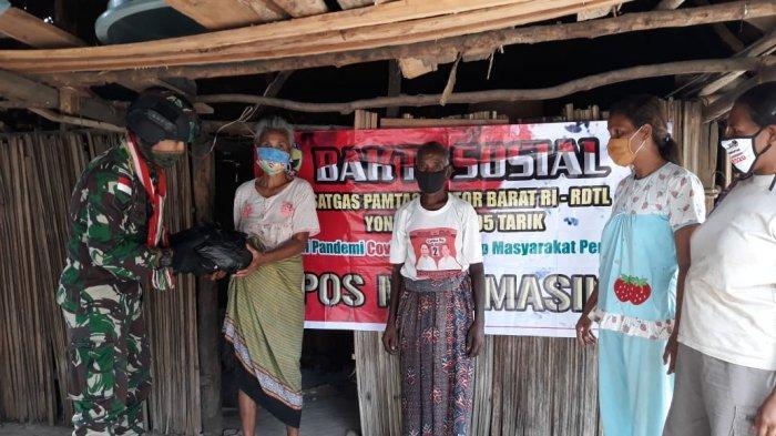 Satgas Yonarmed 3/105 Tarik Berbagi Kasih dengan Warga Desa Alas Selatan
