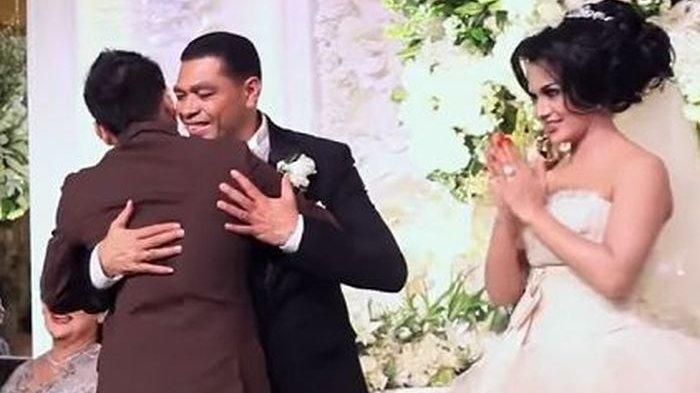 Anang Hermansyah saat hadiri pernikahan Krisdayanti dan Raul Lemos.