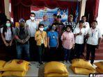 163-wartawan-warga-kota-kupang-terima-bansos-covid-19.jpg