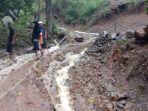 2-desa-di-tanawawo-sikka-diterjang-banjir-air-dari-bukit-bawa-batu-dan-tanah.jpg