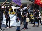 aksi-teatrikal-dan-long-march-di-jalan-soeharto-kupang.jpg