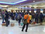 aktivitas-penumpang-di-terminal-keberangkatan-el-tari-kupang_20180621_082541.jpg