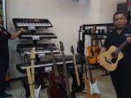 alat-musik-di-toko-buku-gramedia-kupang_20180719_122726.jpg