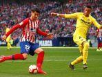 alvaro-morata-striker-atletico-madrid-menggiring-bola.jpg