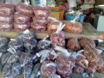 aneka-kacang-kacangan-yang-dijual-mbak-eni-di-pasar-kasih-naikoten-i.jpg