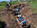 anggota-bantu-petani-bersihkan-saluran-irigasi-di-satar-mese-begini-apresiasi-dandim-1612-manggarai.jpg