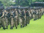 anggota-brimob-polda-ntt-bko-polda-papua-terharu-diberi-penghormatan-khusus-kapolda-ntt.jpg