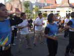 anggota-polres-ende-senam-bersama-dalam-acara-milenial-road-safety-festival.jpg