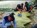 anggota-satgas-yonmeks-741gn-bangun-gapura-di-desa-alas-kabupaten-ttu.jpg