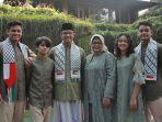 anies-baswedan-dan-keluarga-mengenakan-syal-palestina.jpg