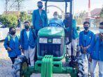 ansy-lema-berhasil-perjuangkan-traktor-roda-empat-untuk-universitas-timor.jpg