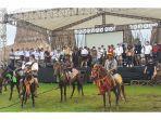 atraksi-pasukan-berkuda-pemuda-ratenggaro-meriahkan-launching-livi-in-desa-wisata-ratenggaro.jpg