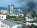 bangunan-terbakar-dalam-aksi-anarkis-di-jayapura.jpg