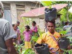 bantu-penuhi-nutrisi-keluarga-ytlm-bagikan-1000-anakan-tanaman-horti-bagi-100-kk-di-benlutu.jpg