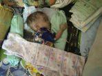 bayi-revi-tallo-tertidur-usai-pulang-dari-rsu-sk-lerik-kepala-membesar_20170620_211750.jpg