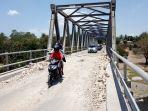 beberapa-kendaraan-bermotor-yang-sedang-melintas-di-jembatan-aesesa-di-mbay_20181020_145348.jpg