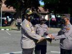 berhasil-dalam-tugas-8-anggota-polisi-di-sikka-diberi-penghargaan.jpg