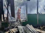 breaking-news-kebakaran-rumah-di-kota-uneng-sikka-penghuni-rumah-mengaku-kaget.jpg