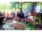 bui-loka-ritua-adat-memberi-makan-kepada-leluhur-oleh-suku-ngadha-paso-di-kampung-beiposo.jpg