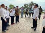 bupati-manggarai-sedang-berdialog-dengan-presiden-ri-joko-widodo.jpg