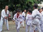 cegah-kenakalan-remaja-anggota-polres-kupang-kota-buka-dojang-taekwondo-gratis.jpg