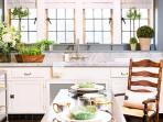 dapur-ini-didesain-oleh-laura-schwartz-muller_20161031_075108.jpg