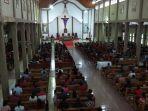 diguyur-hujan-umat-gereja-paroki-roh-kudus-labuan-bajo-antusias-ikut-ibadah.jpg