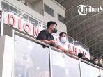 Potret Gibran & Kaesang Nonton Persis vs PSCS di Stadion Manahan Solo, Tepuk Tangan Buat Alberto