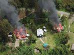 dua-rumah-ludes-dibakar-kkb-papua.jpg