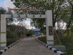 entrance-gate-to-menipo-park.jpg