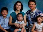 foto-keluarga-basuki-tjahaja-purnama-dan-veronica-tan_20180206_134806.jpg