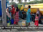 gempa-palu-distribusi-air-bersih_20181014_144806.jpg