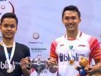 ginting-dan-jojo-pegang-piala-bersama-di-podium-men-single-australia-open-2019.jpg