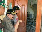 gubernur-jatim-soekarwo-saat-meninjau-lokasi-gempa-di-pulau-sapudi-sumenep-madura_20181011_171602.jpg