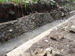 hujan-di-satarmese-selain-merendam-padi-sawah-juga-menjebolkan-saluran-irigasi-wae-mantar.jpg