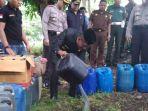 jajaran-muspida-kabupaten-ende-memusnahkan-miras_20171228_115927.jpg