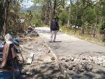 jalan-rabat-beton-yang-dikerjakan-di-desa-obesi.jpg