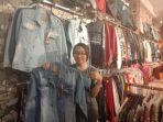jeans-saat-di-toko-nikols-jl-wj-lalamentik.jpg