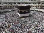 jemaah-haji-mengeliling-kabah-di-mekkah-saudi-arabia_20180722_164448.jpg