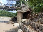 jembatan-builalu-di-belu-nyaris-putus-kendaraan-roda-empat-tak-bisa-lewat.jpg