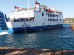 kapal-fery-ketika-berlabuh-di-pelabuhan-penyeberangan-bolok-kupang_20180930_112007.jpg