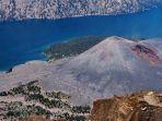 keindahan-kaldera-gunung-rinjani-dengan-danau-segara-anak-dan-gunung-anakan-barujari_20180731_152901.jpg