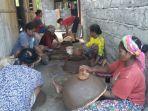 kelompok-ekonomi-kreatif-ibu-ibu-kelitei-ngada-hasilkan-periuk-tanah-ramah-lingkungan.jpg