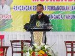 ketua-dprd-kabupaten-ngada-bernandinus-dhey-ngebu-saat-m.jpg