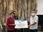 kompas-tv-salurkan-hasil-donasi-konser-amal-raja-dangdut-indonesia-rhoma-irama.jpg
