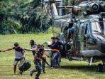korban-insiden-kiwirok-dievakuasi-dengan-helikopter.jpg