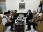 kunjungan-kerja-ke-ntt-dua-menteri-kabinet-indonesia-maju-buka-puasa-di-istana-keuskupan-kupang.jpg