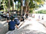 libur-lebaran-kristina-bersama-keluarga-memilih-berwisata-di-pantai-walakiri-sumba-timur.jpg